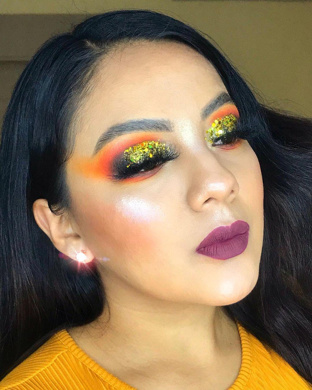 Glam halloween makeup golden glitter