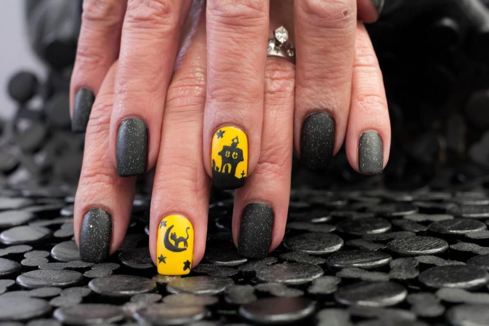 Haunted house black halloween nails