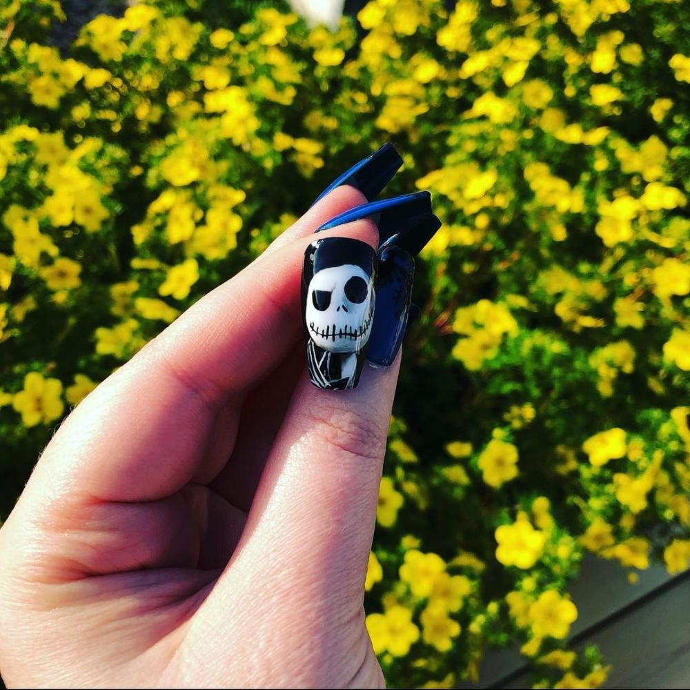 Jack skellington black nail ideas