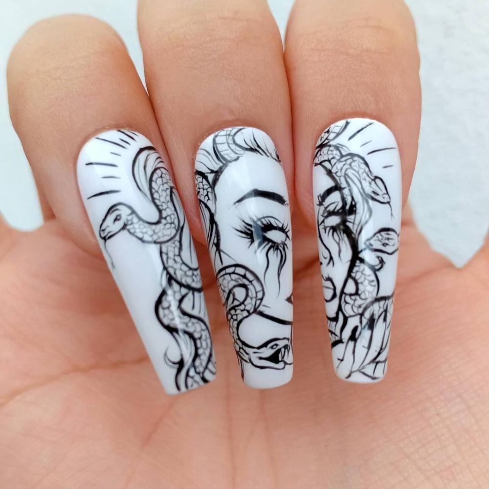 Medusa halloween acrylic nails