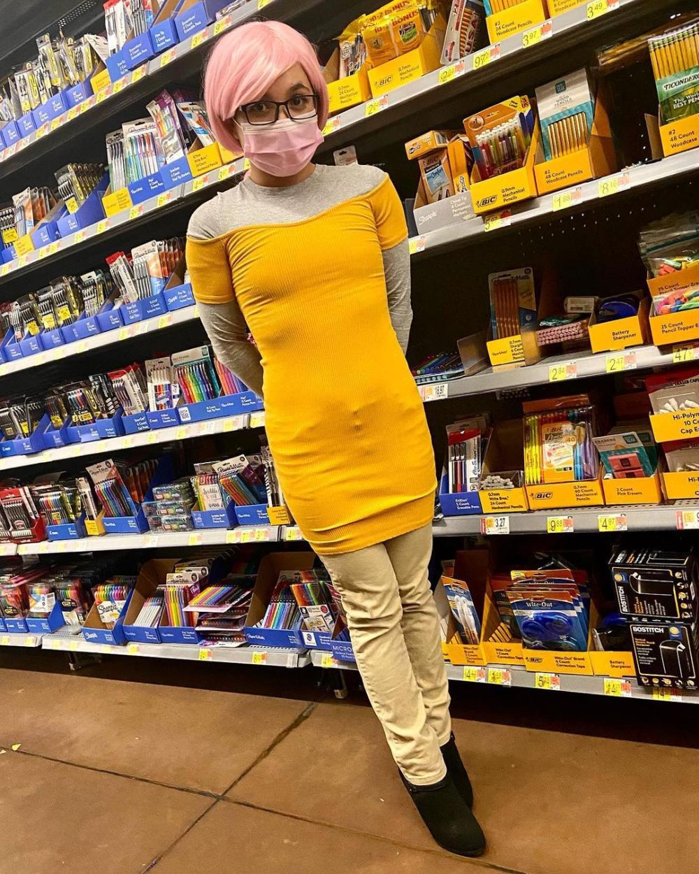 Pencil yellow costume