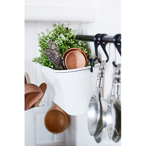 Potting tin kitchen rack