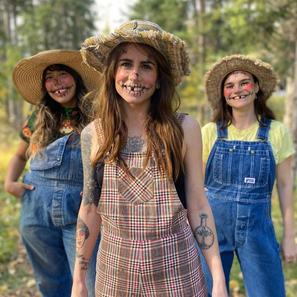 Scarecrows easy group halloween costumes