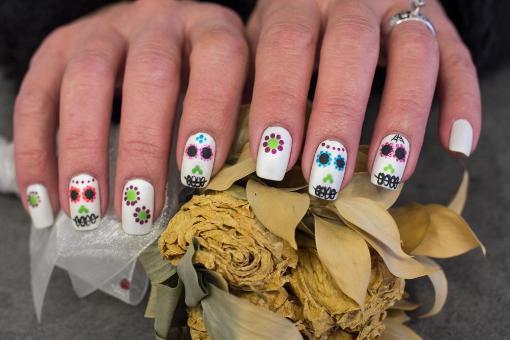 Sugar skull cute halloween nails
