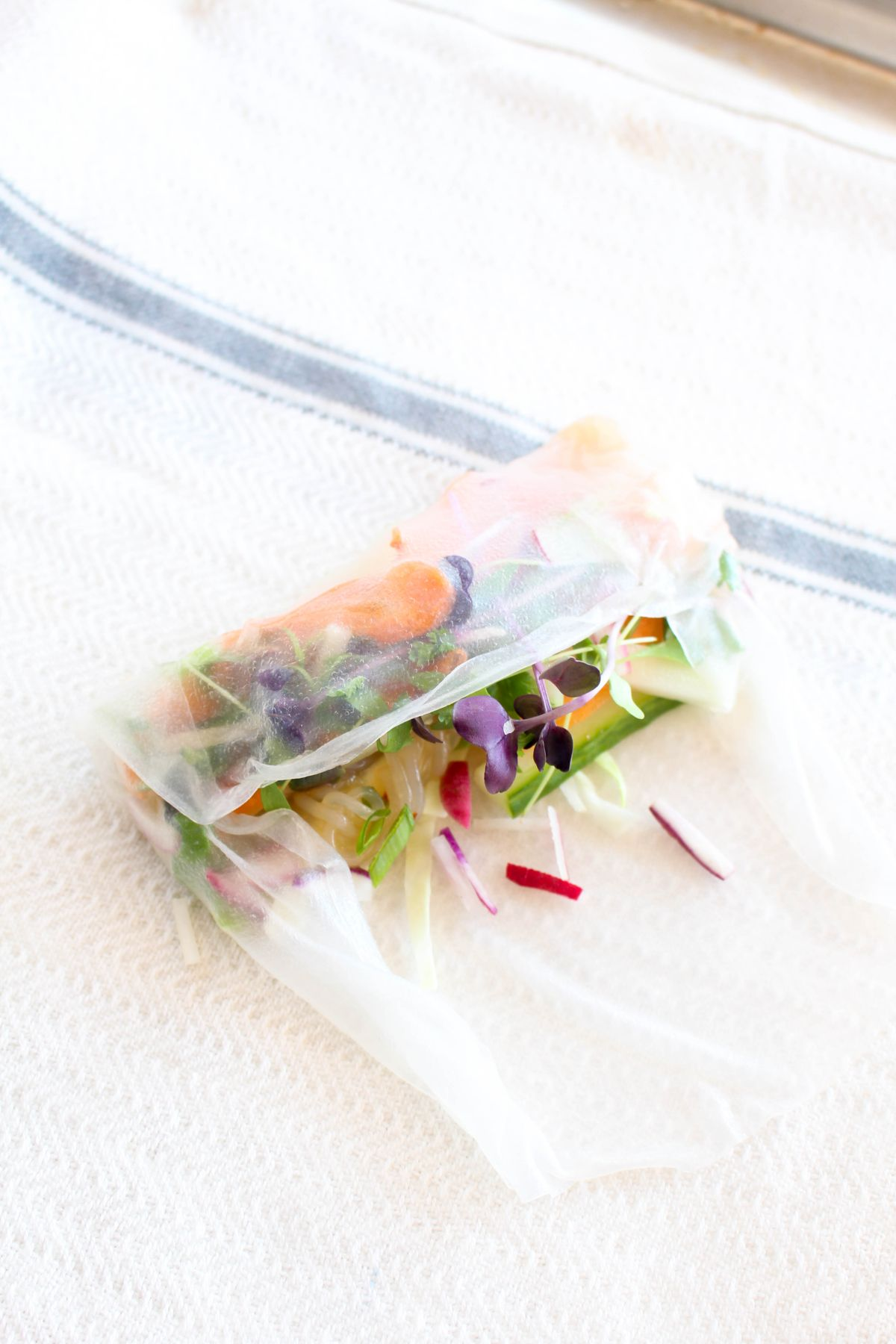 Vegetable summer rolls long edge