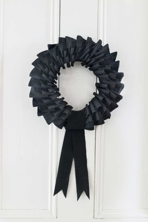 Black wreath halloween diy