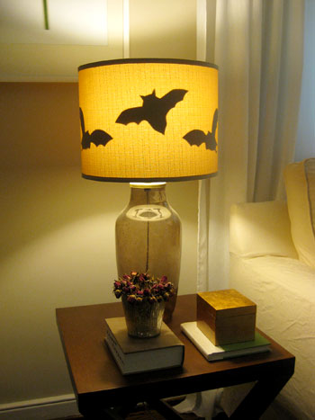 Halloween2 bat lamp after