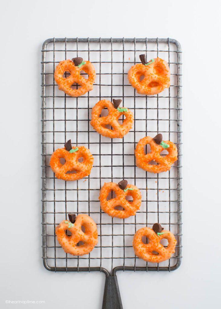 Pumpkin pretzels halloween treats