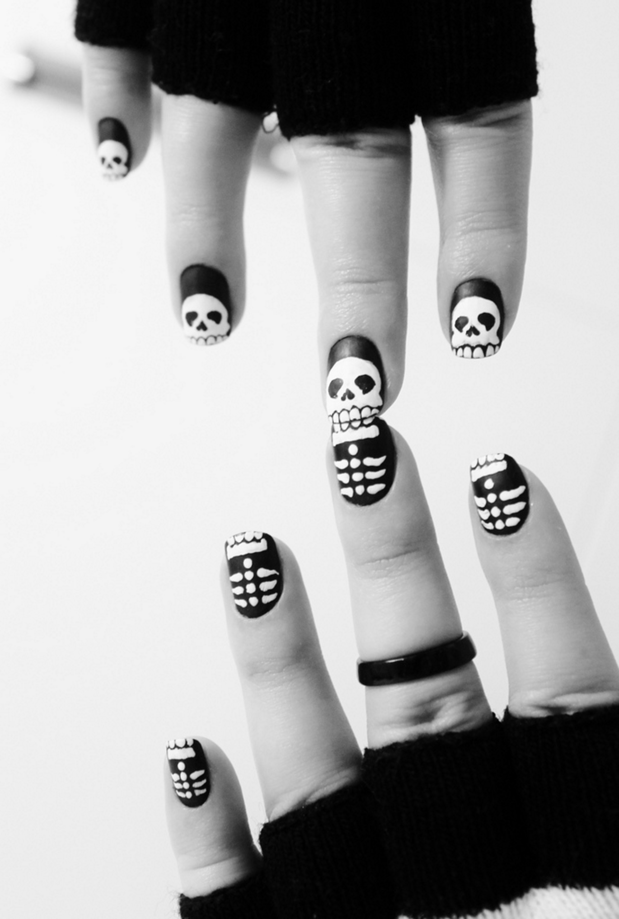 Skeleton halloween manicure