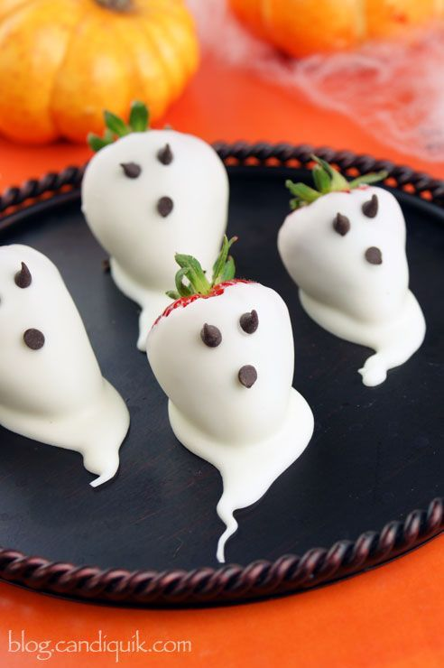 Strawberry ghosts halloween treats