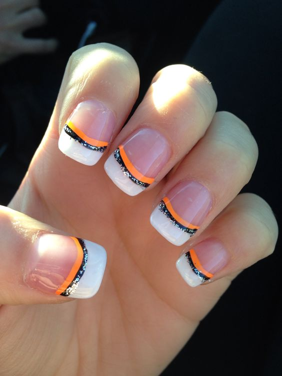 Striped halloween manicure