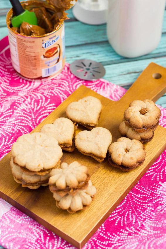 Cinnamon dulce de leche spritz sandwich cookies 3