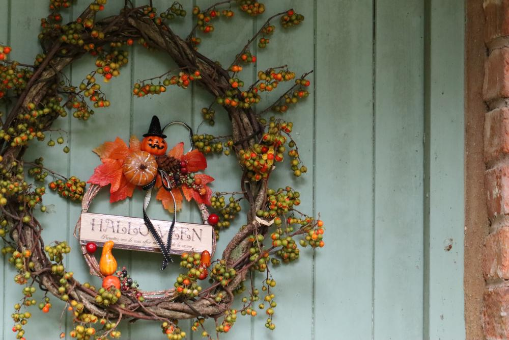 Diy halloween door decorations to make this year