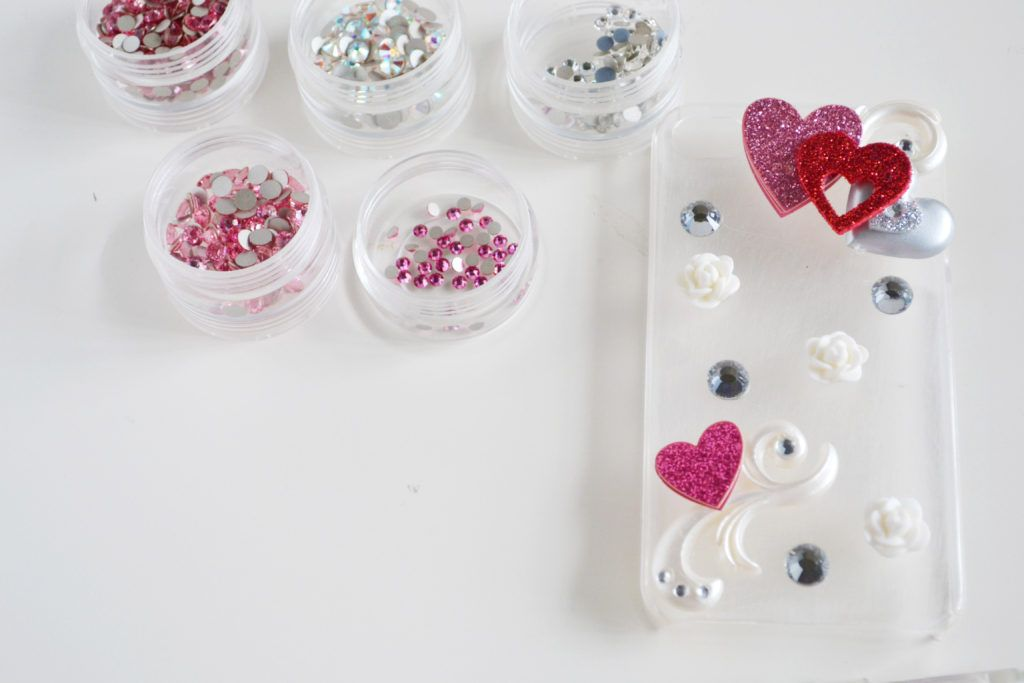 Diy rhinestone cellphone case filling the case