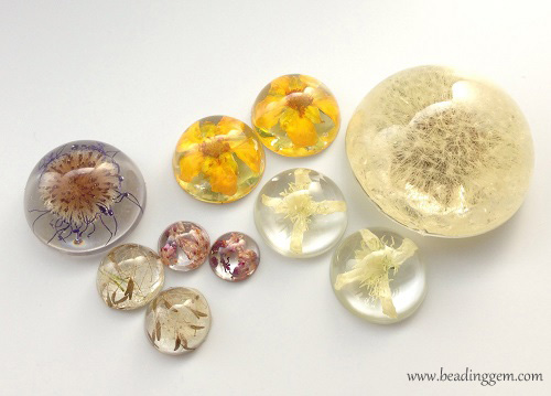 20 resin jewelry diys to explore this weekend diy real flower resin jewelry solutioingenieria Gallery