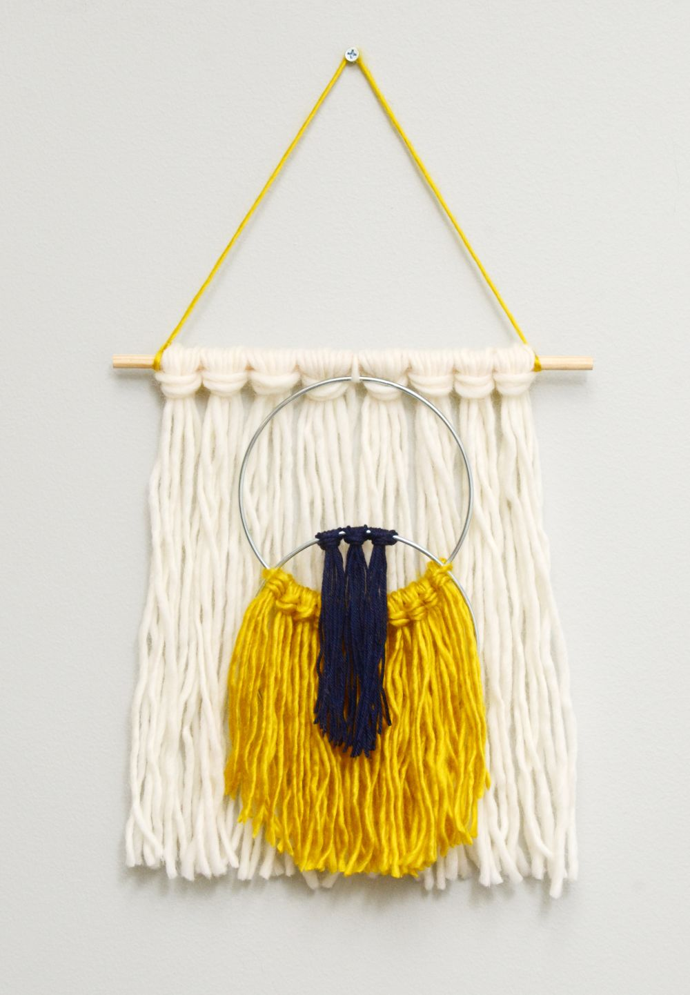 Easy yarn tassel wall hanging craft