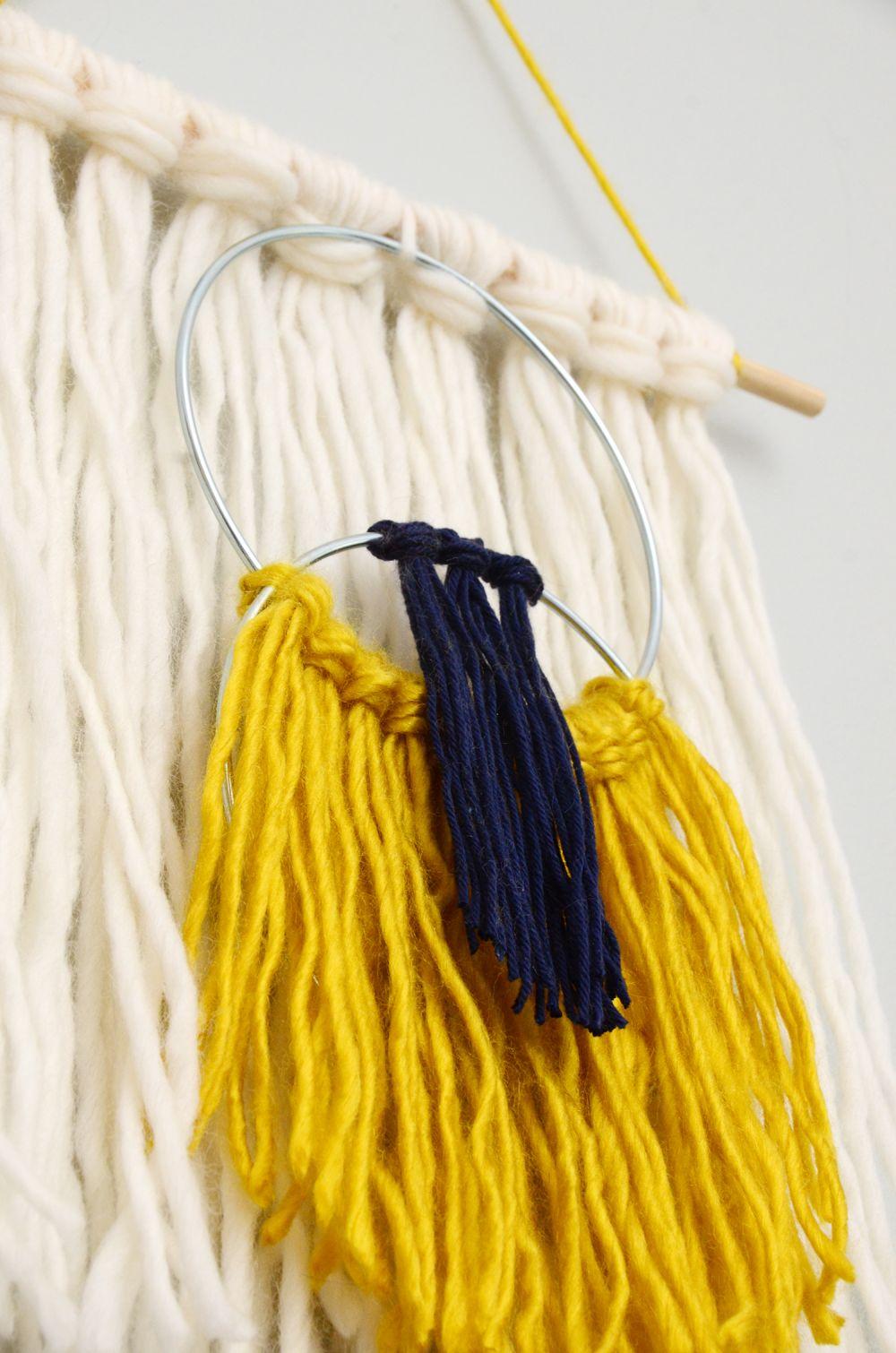 Easy Yarn Tassel Wall Hanging