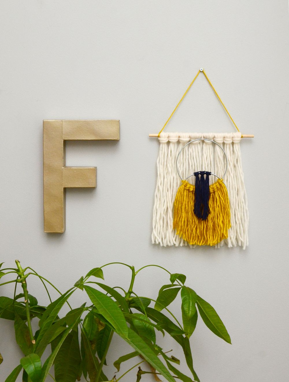 Easy yarn tassel wall hanging hang