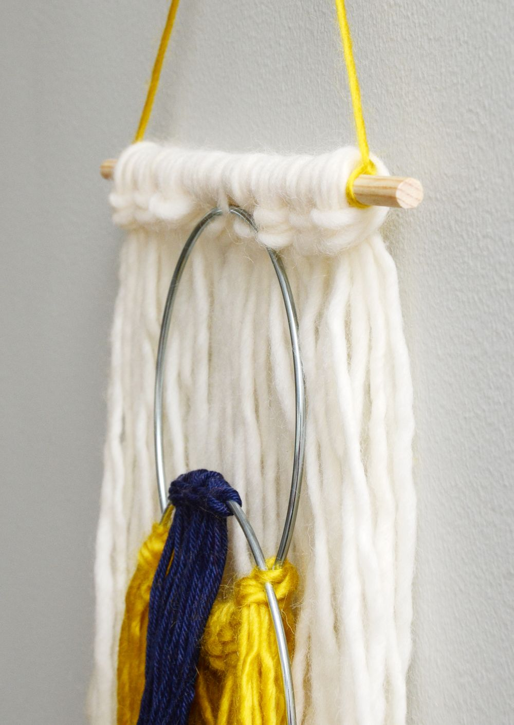 Easy yarn tassel wall hanging scale