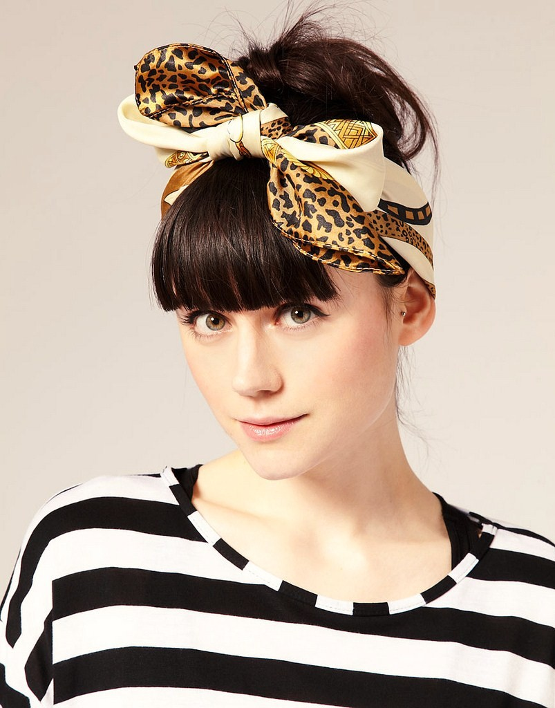 Headbands with a bow 1980's look