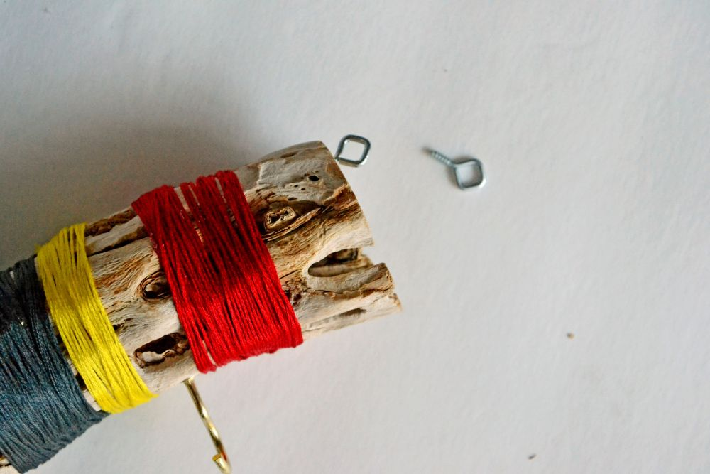 Make a driftwood wall hanger decor
