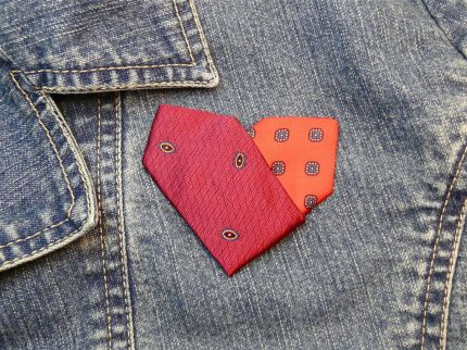 Neck tie heart pin