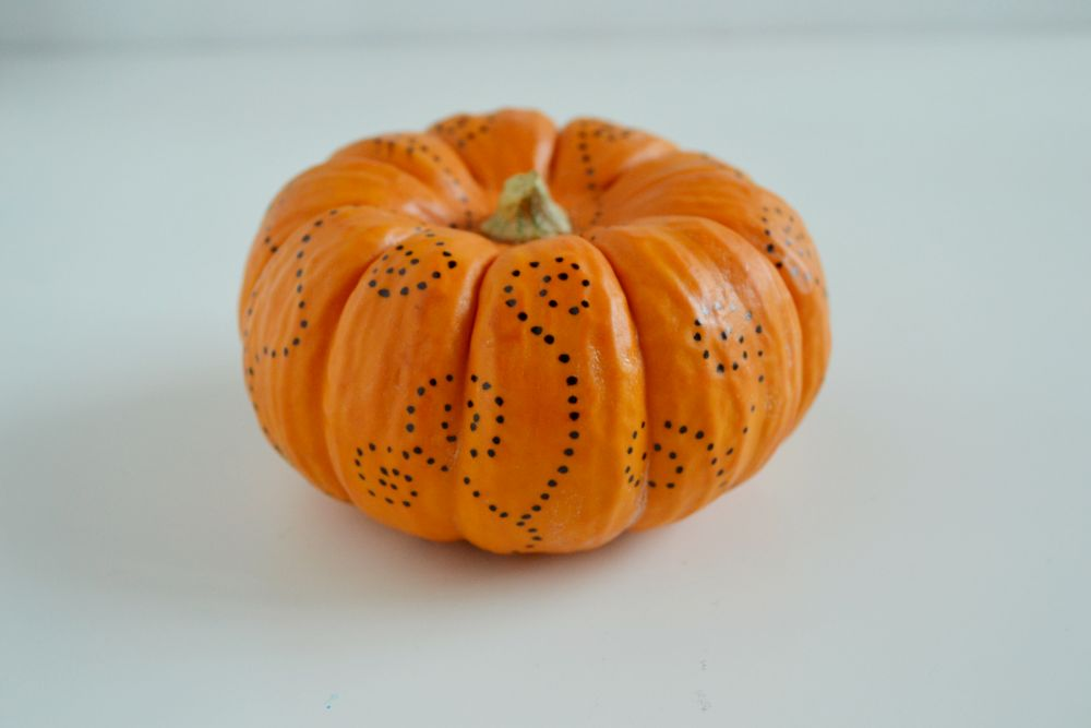 Simple pumpkin decorating for fall doy