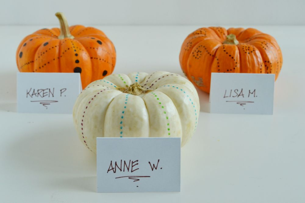 Simple pumpkin decorating for fall name table holder