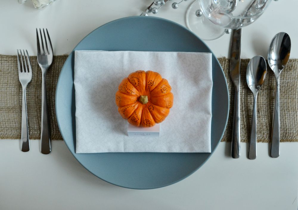 Simple pumpkin decorating for fall top