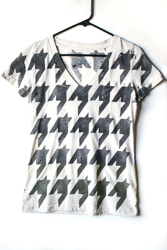 Stenciled houndstooth tee
