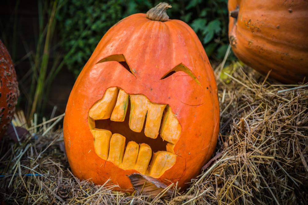 Toothy smile pumpkin carving ideas