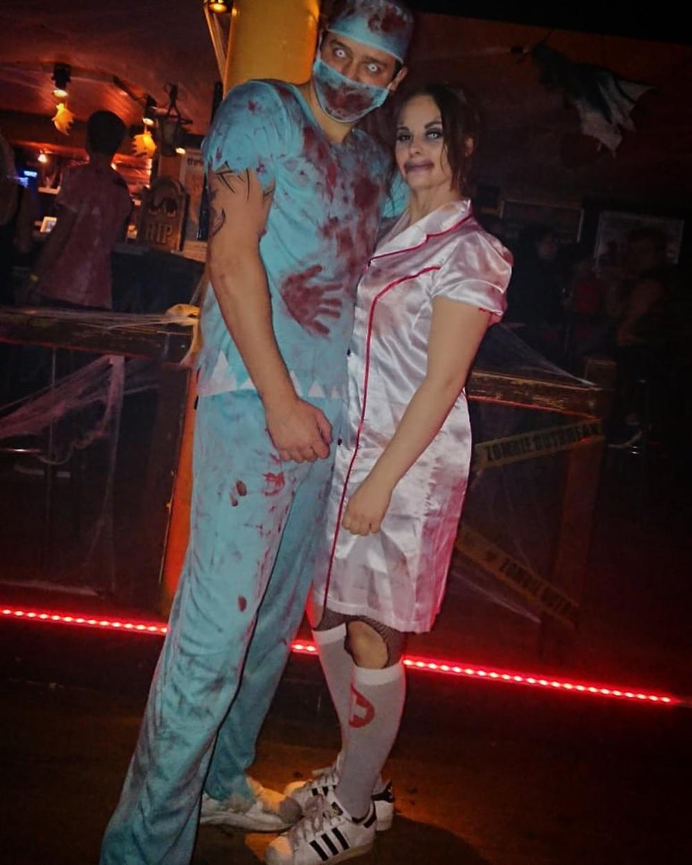 Zombie doctor and nurse 2 people halloween costumes