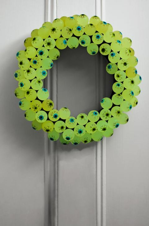 Diy eyeball wreath