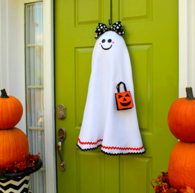 Diy ghost door decor & 25 SPOOKtacular Halloween Door Décor DIYs