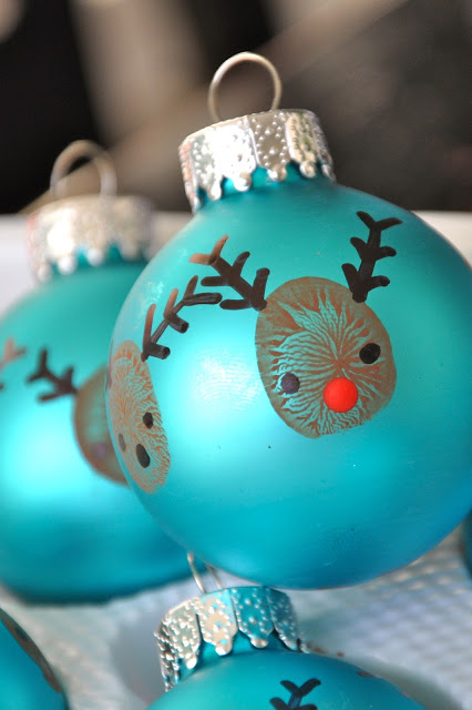 Diy reindeer thumbprint ornaments