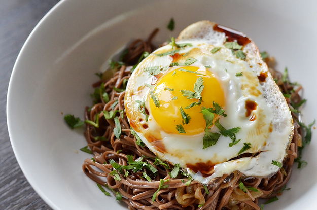 Soba noodles with fried eggs