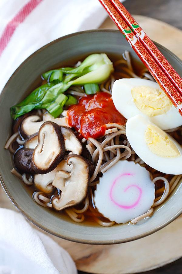Sriracha soba noodles