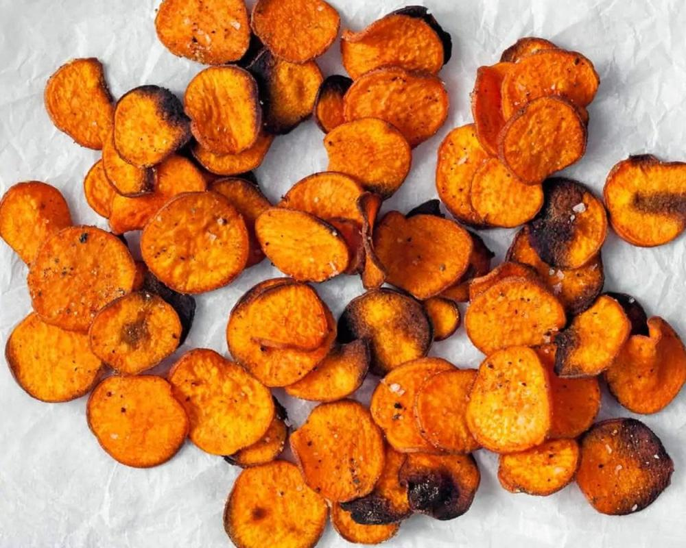 Baked sweet potato chips with paprika and cumin easy thanksgiving appetizers