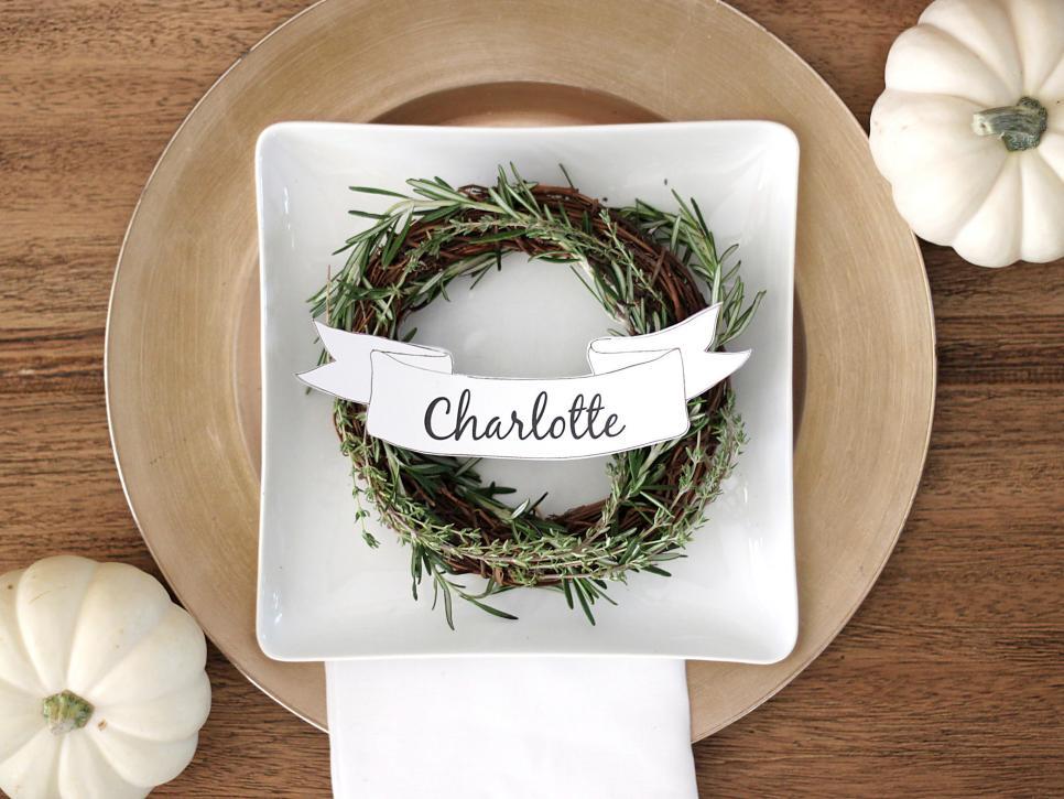 Ci kori clark thanksgiving placecard rosemary wreath banner h jpg rend hgtvcom 966 725