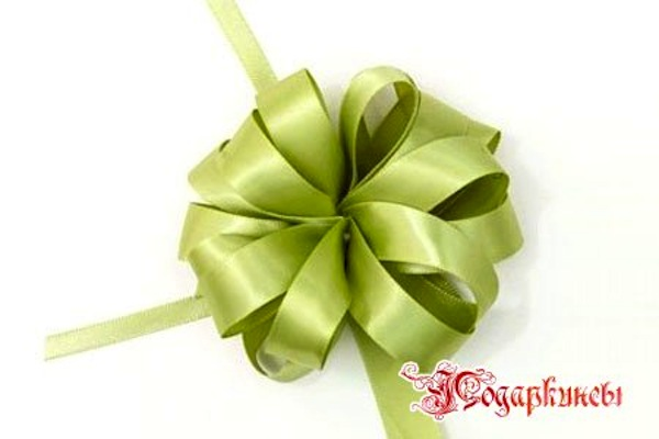 "Classic ""gift bow"" from ribbon"