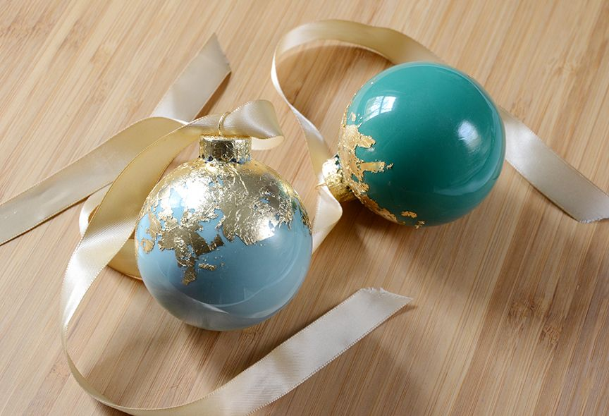 Gold leaf holiday ornaments top for tree