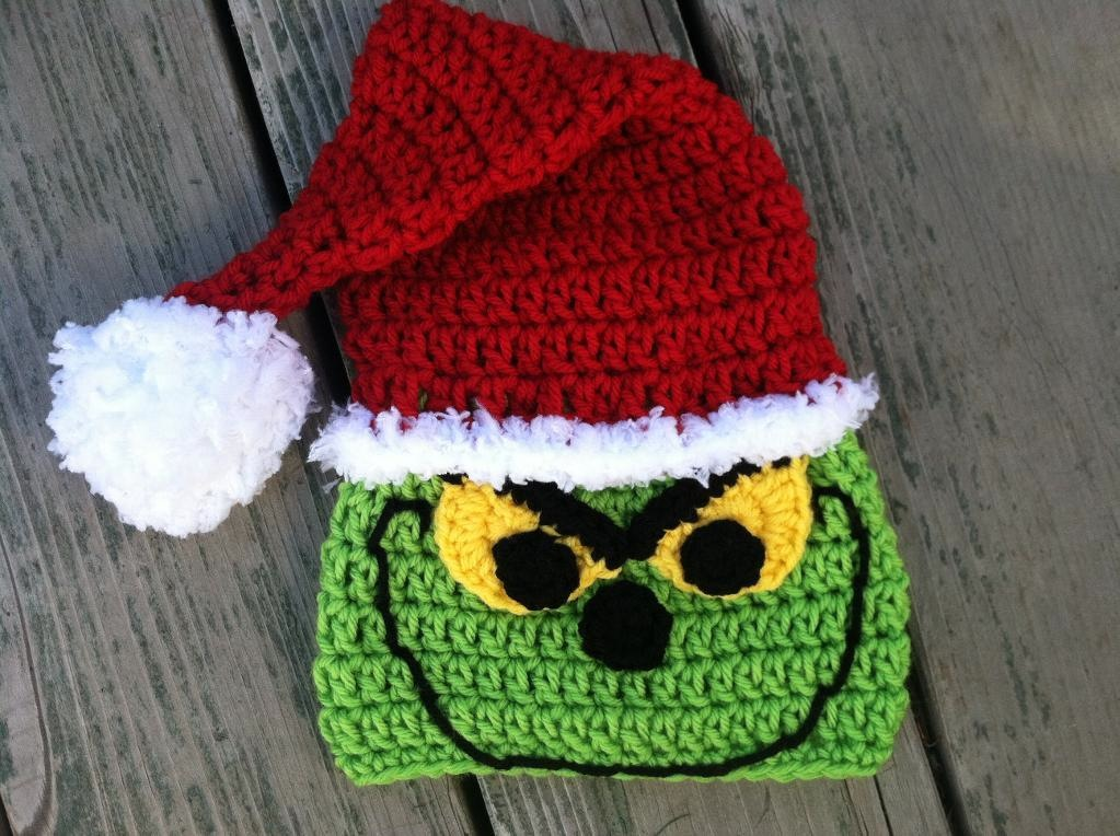 Grinch Inspired Christmas Slippers - free crochet pattern | 764x1023