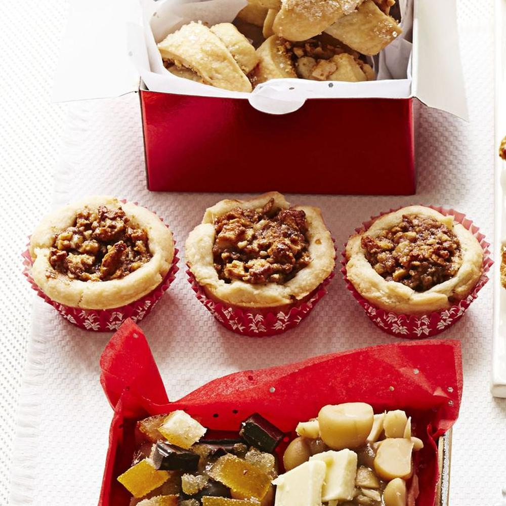 Mini apple pie tartlets with walnuts best thanksgiving appetizers
