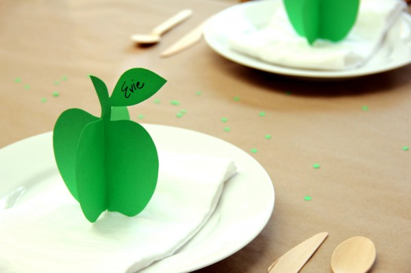 Printable diy 3d apple place cards 600x399