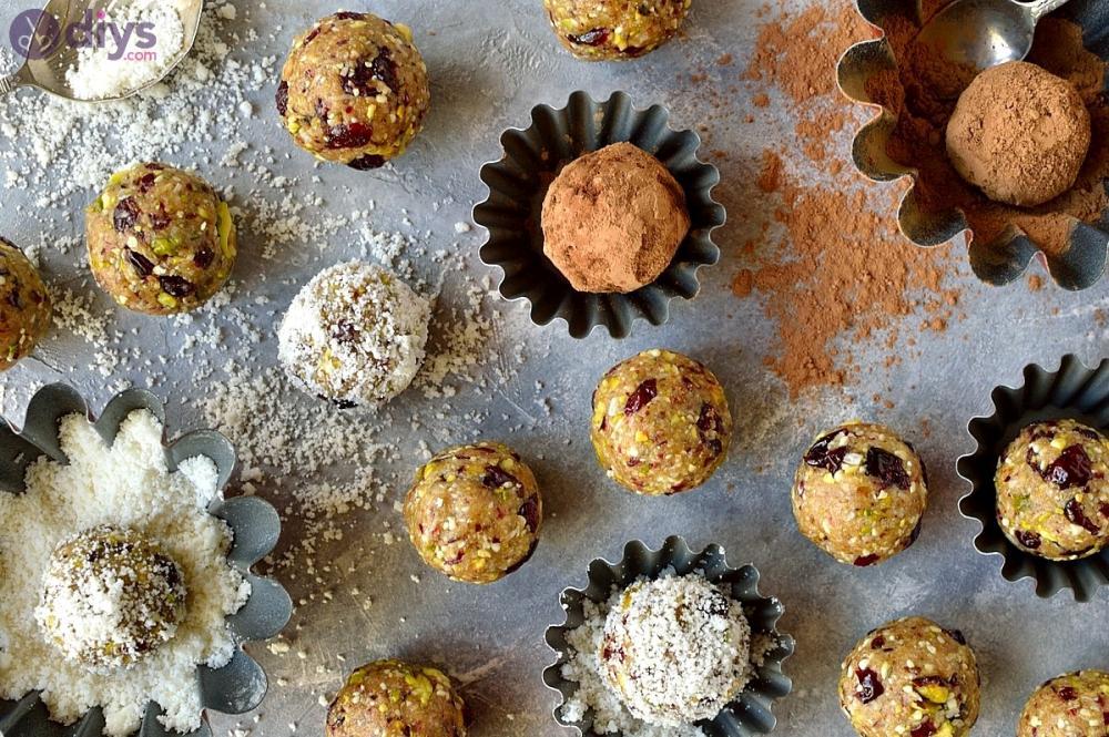 Vegan pistachio, cranberry and coconut energy bites thanksgiving hors d'oeuvres