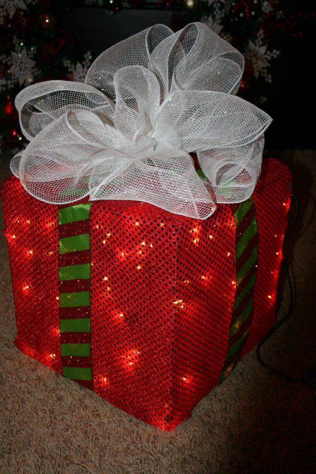 lighted christmas box - Diy Lighted Outdoor Christmas Decorations