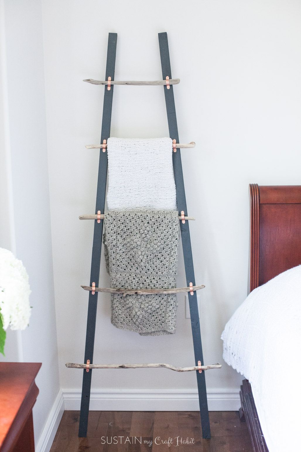 25 clever diy organization ideas diy blanket ladder solutioingenieria Gallery