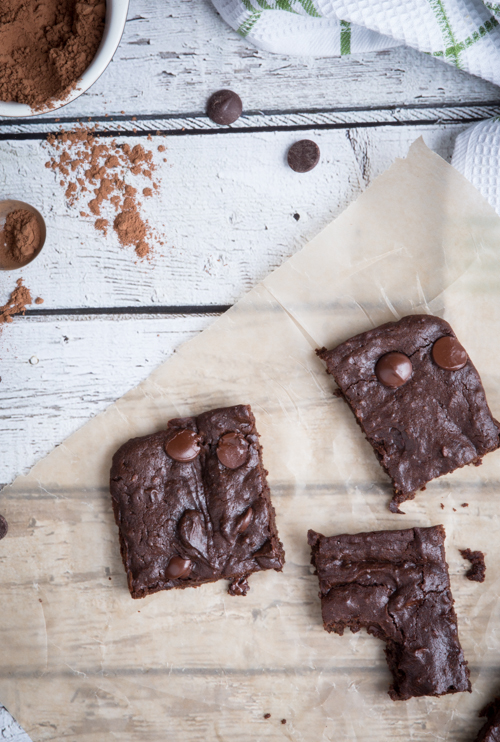 Gluten free fudgy avocado brownies