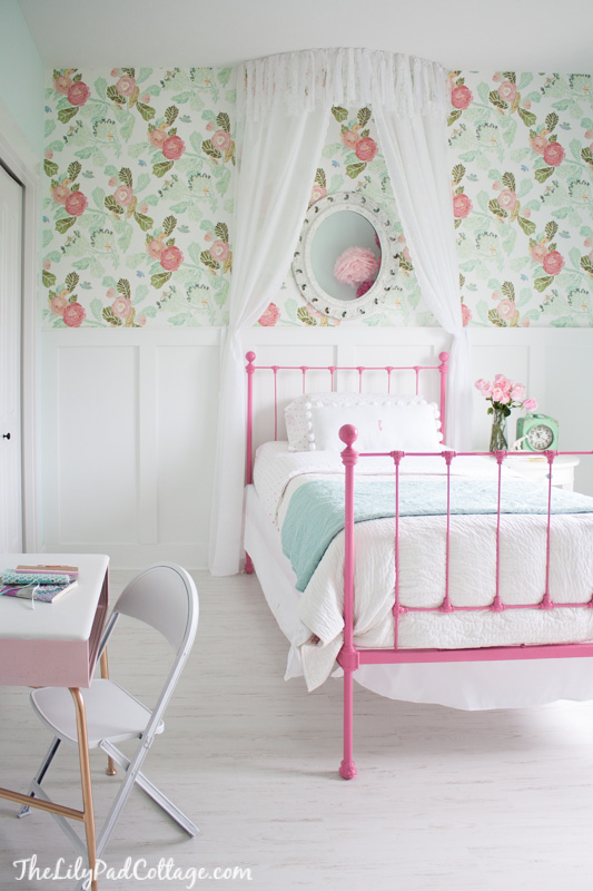 Pastel floral girls bedroom wallpaper