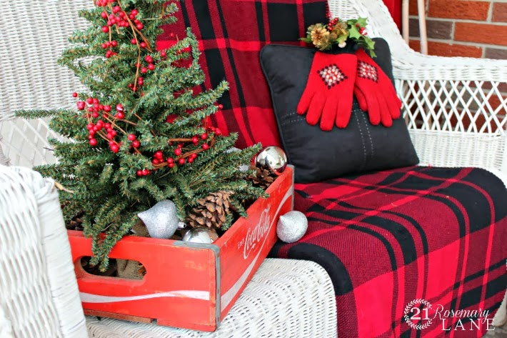 Cozy christmas porch decor
